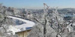 Вы видели что-нибудь подобное? Последний циклон превратил Владивосток в ледяной город (Видео)