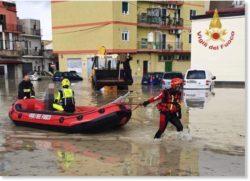 В Калабрии, Италия, сильные наводнения