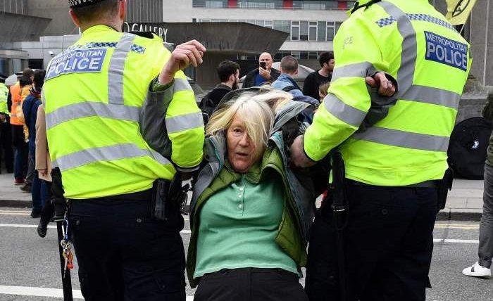 Лондон, аресты, полиция,карантин,