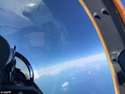 Просочившаяся фотография из оперативной группы Пентагона по НЛО показывает «серебряный куб», парящий над Атлантикой на высоте 35000 футов