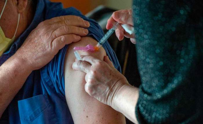 коронавирус, вакцина, аллергическая реакция, Moderna,