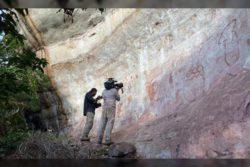 Обнаружены десятки тысяч впечатляющих наскальных рисунков, которые уже окрестили «Древней Сикстинской капеллой» — чтобы все исследовать, потребуются поколения ученых.