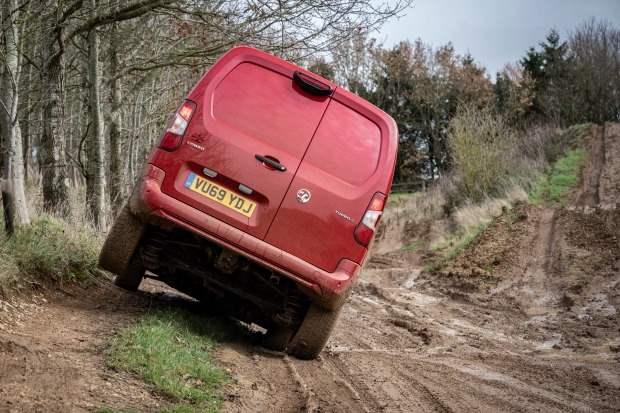 Vauxhall Combo Cargo, фургон, бездорожье, доставка,