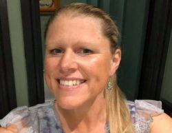 Учительница продает свои обнаженные фотографии, чтобы поддержать семью