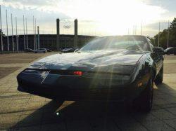 Д. Хассельхофф продает легендарный автомобиль из сериала«Knight Rider»: ключи будут переданы покупателю лично (Видео)