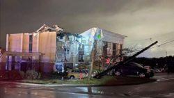 Мощный торнадо в Алабаме, убит человек