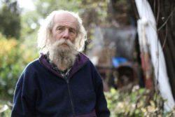 Отшельник, живущий в лесу, надеется жениться на Кардашьян