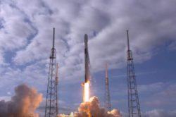 SpaceX запустила на орбиту рекордные 143 спутника