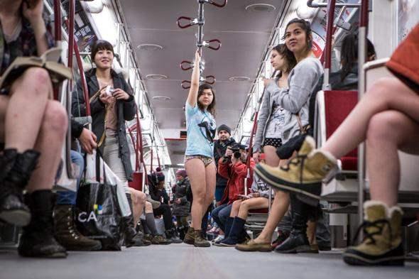World Metro Travel, в нижнем белье, метро,