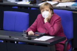 Меркель, маска, парламент,