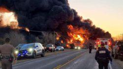 Мощный взрыв: в Техасе столкнулись грузовик и поезд с топливом (ВИДЕО + ФОТО)