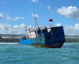 Китайское рыболовное судно, мель, Маврикий,