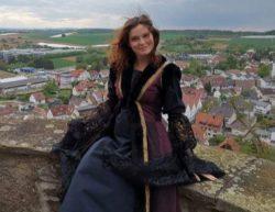 Юлия: «Я жила в средневековом замке, но это не сказка — я готовила еду на костре, холодно, и я не могла смыть туалет»