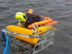 Подводный робот спасает тонущих пловцов в бассейнах