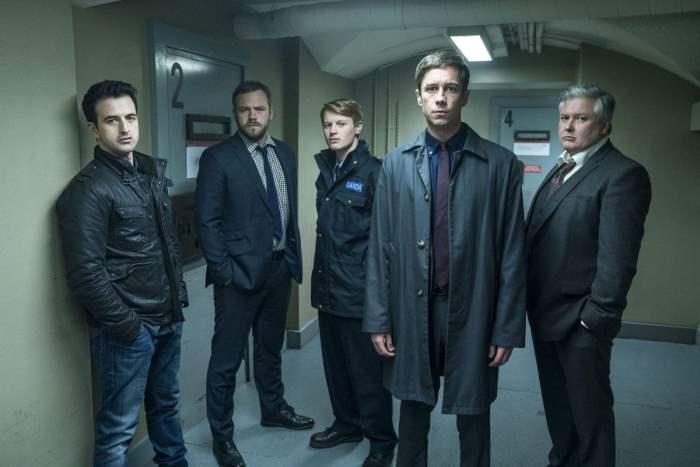 Детектив Роб Райли и полицейские.