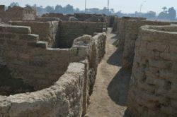 «Затерянный золотой город» древнего Египта, которому 3400 лет, найден под песком