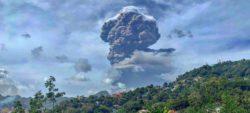 Остров Сент-Винсент остался без электричества и воды после извержения вулкана