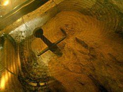 В Италии есть меч в камне. Это Экскалбибур?