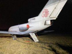 ЯК-40 выкатился за пределы взлетно-посадочной полосы в Санкт-Петербурге
