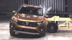 Безопасность новых Logan и Sandero Stepway проверили в краш-тестах (ВИДЕО)