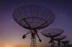 Загадочные радиосигналы приходят к нам из более глубокого космоса, чем думали ученые