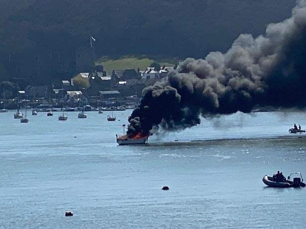 яхта, пожар, взрыв,