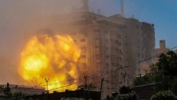 Израильская армия разрушила офис Al Jazeera и Associated Press в Газе