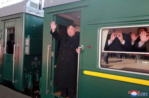 Ким Чен Ын, бронепоезд, взлетно-посадочная полоса,