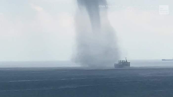 Сингапур, Малайзия, смерч, водный торнадо, корабль,