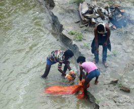 Ганг, Индия, река, трупы,