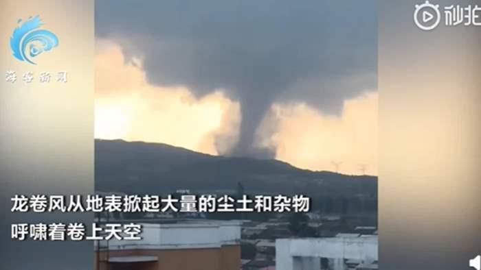 Китай, торнадо, смерч,