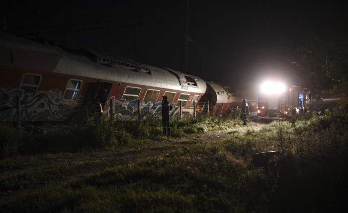 Пакистан, авария, поезд,