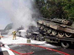 В Польше столкнулись тягачи с танками Т-72 и загорелись, были взрывы