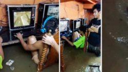 Геймеры продолжают играть в затопленном интернет-кафе (ВИДЕО)