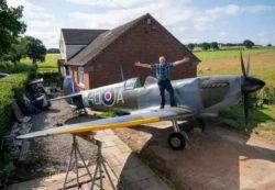 Моделист построил копию истребителя Spitfire у себя во дворе
