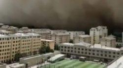 Сильнейшая песчаная буря накрыла китайский город Дуньхуан