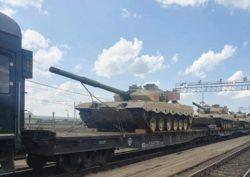 Китайские основные боевые танки Тип-96 прибывают в Россию