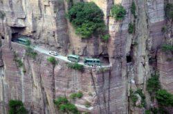 Жители деревни вырубали вручную горный туннель длиной 1,2 км, чтобы связать свой дом с внешним миром