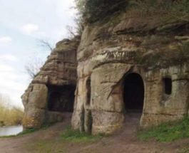 изгнанный король, Британия, пещера,