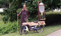 Студент изобрел мотоцикл, работающий на болотном газе