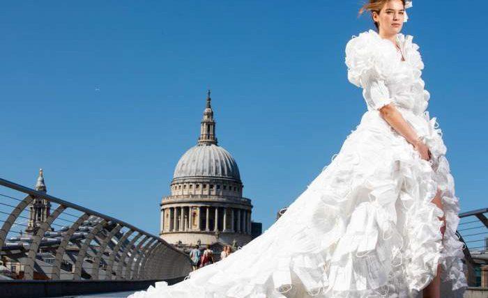 платье, свадебное платье, медицинские маски,