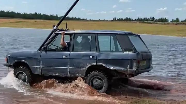 Range Rover, пруд, лодка, субмарина,