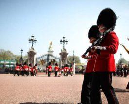 Церемония смены караула, Букингемский дворец,