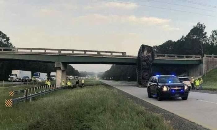эстакада, авария, грузовик, мост,