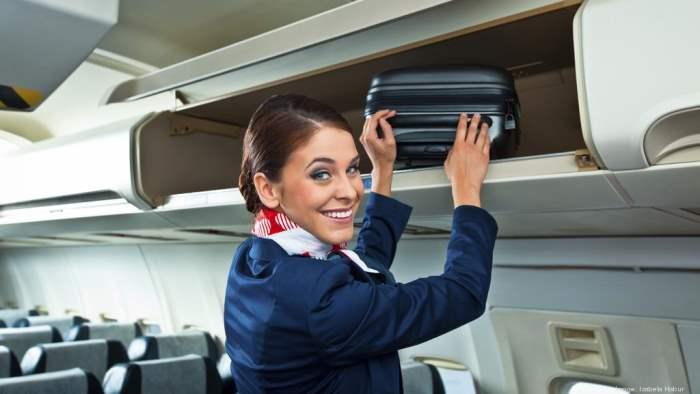 JetBlue, пассажир, бортпроводница, юбка,