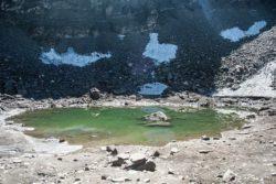 Озеро Роопкунд со скелетами в Гималаях — настоящая загадка