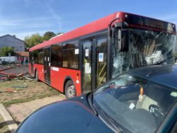 Автобус врезался в детскую площадку в Белграде, пострадали дети (ФОТО и ВИДЕО)