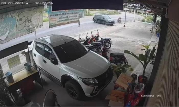 Тайский водитель, парковка,