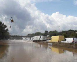 Франция, наводнение, вертолет,