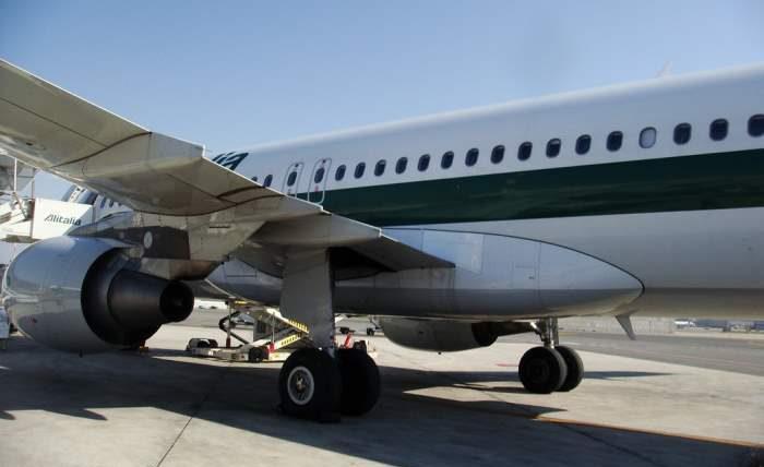 самолет, пассажир, туалет, вынужденная посадка,